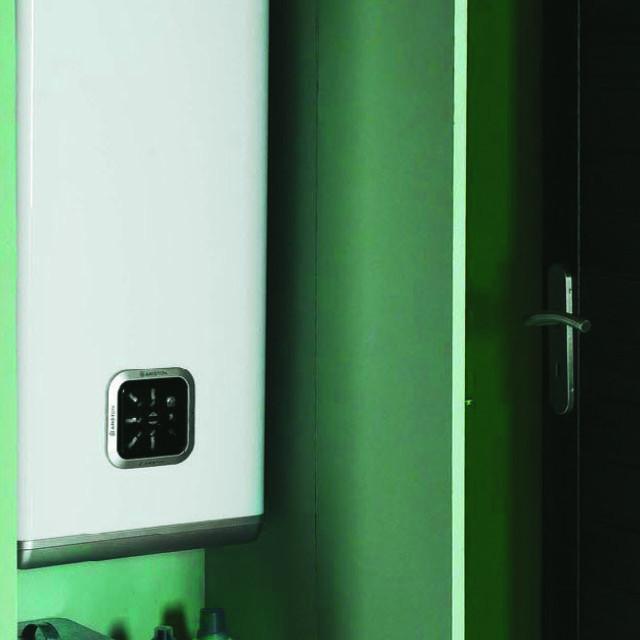 chauffe eau lectrique plat velis ariston 66 l anjou. Black Bedroom Furniture Sets. Home Design Ideas